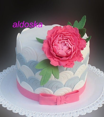 Cut circles with peony Cake. Would be perfect for Mom's bday.