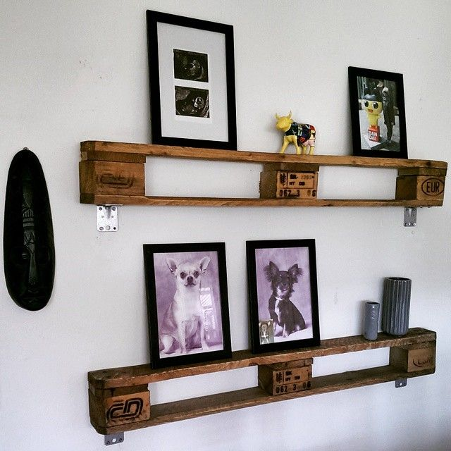 New shelves in the living room  love the look it gives to the room.. #homedecor #decorinspiration #decoration #inspiration #homemade #upcycle #recycle #pallets #indretning #pallehylder #genbrug