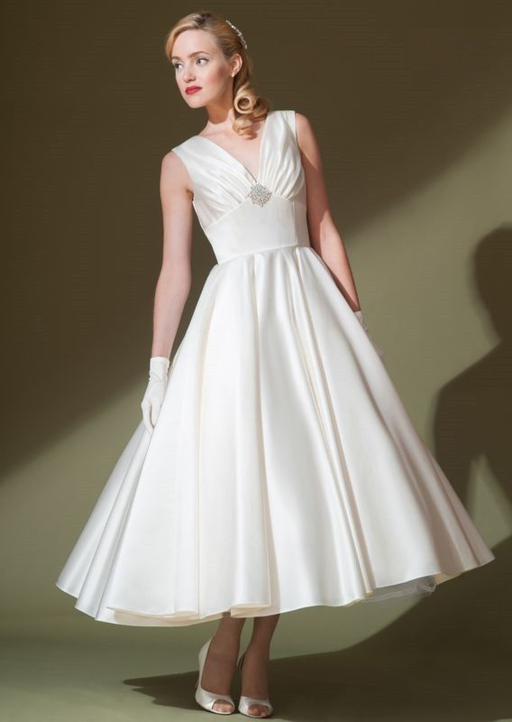 Retro satin wedding dress with ruched v neckline. This dress is made to order and turn around time is around 5-6 weeks. If you need rush service, please contact us prior to placing your order. - Satin