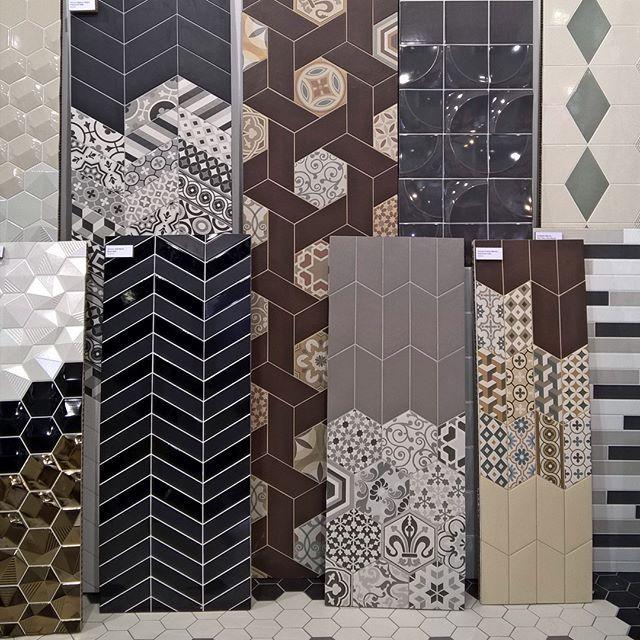 Очень люблю графику, геометрию и алгебру 😁 и ничего не могу с собой поделать! #плитка #equipe #красиваяплитка #burddesign #дизайнермосква #дизайнинтерьера #дизайнинтерьерамосква #дизайнпроект #дизайнер
