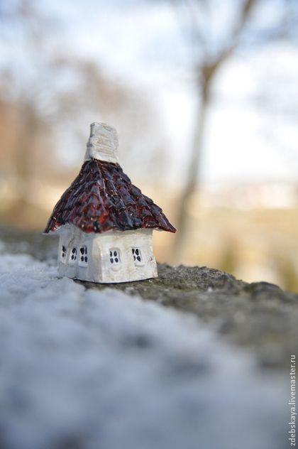 Дом дяди Вани - бордовый,дом,домик,минатюра,скульптура,минискульптура