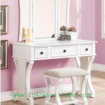 Meja Rias Minimalis Putih MRS-001 ini mengusung tema minimalis modern dengan bahan baku berkualitas kayu jati solid (tua).