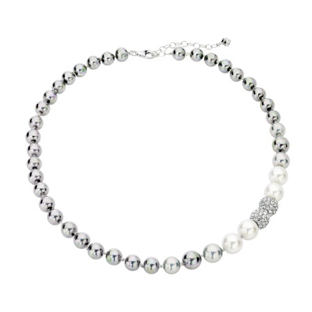 "want these misaki ""samantha"" pearls so bad! -Nikki check these out, bridesmaid necklaces?"