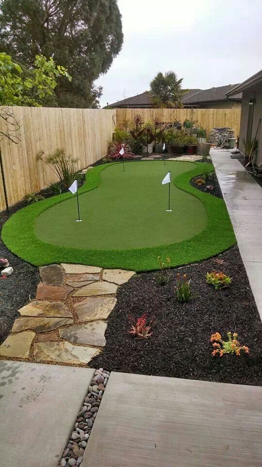 Putting green sideyard | Home Putting Green | Back Yard ...