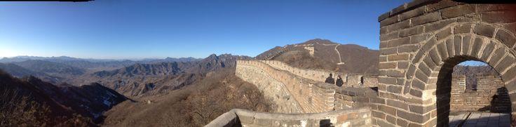 Kinesiska muren. Muren från Mingdynastin är ungefär 8 850 km lång, och hela muren har en total längd på ungefär 21 196 km.