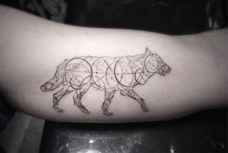 Une sélection des superbes tatouages de l'artiste Brian Woo, aka Dr. Woo, l'un des tatoueurs les plus réputés de Los Angeles, dont les compositions délicates mélangent animaux et diagrammes géométriques avec une finesse incroyable.