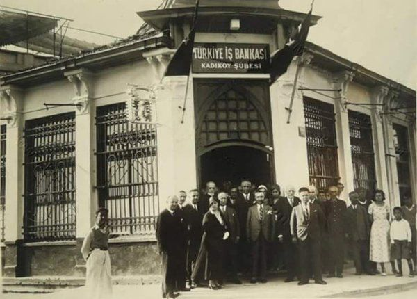Türkiye İş Bankası Kadıköy Şubesi (1950'ler) #istanbul #istanlook…