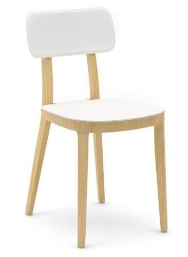 Białe, minimalistyczne krzesło do kuchni.