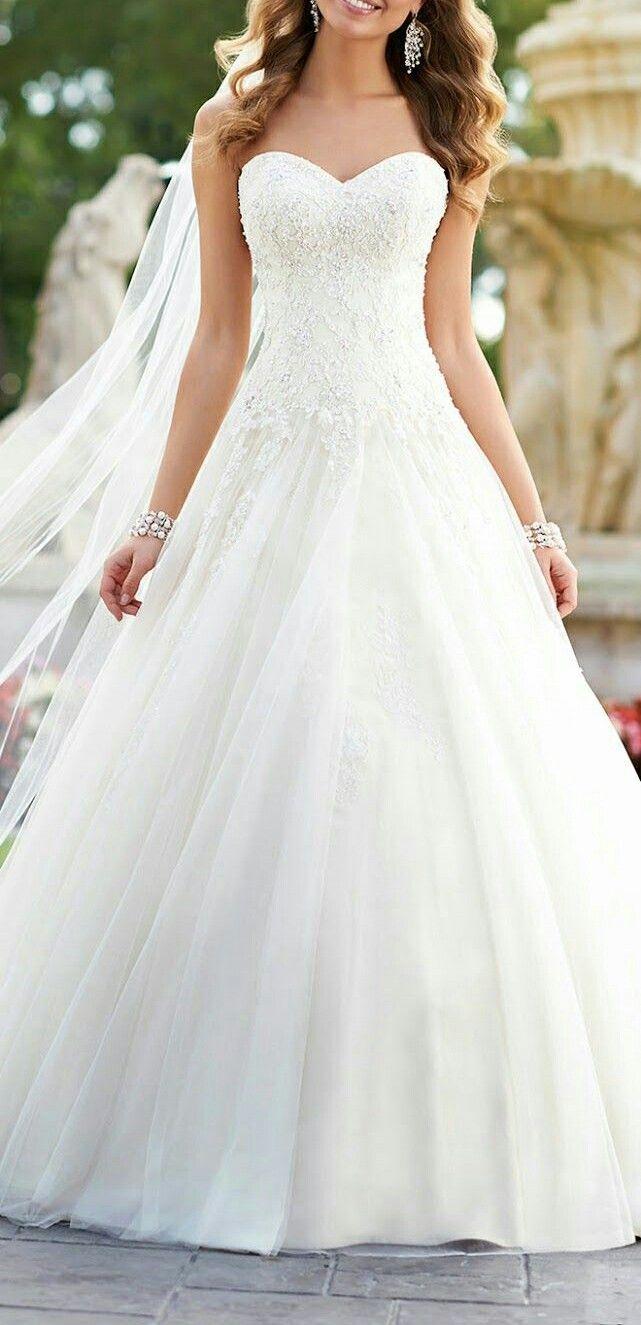 A beaty dress fir wed