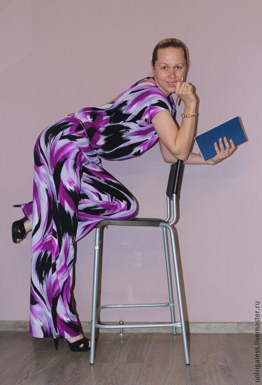 Купить или заказать Комбинезон женский 'Экспрессия' в интернет-магазине на Ярмарке Мастеров. Комбинезон женский из легкой плательной ткани. Открытая ниспадающая спинка, широкие брюки с небольшими боковыми карманами, резинка в райне пояса. Отлично для жаркого лета! В наличиик размер 44-46. (на бедра не более 97-98 см) Пояса в комплект не входят !!!!!!