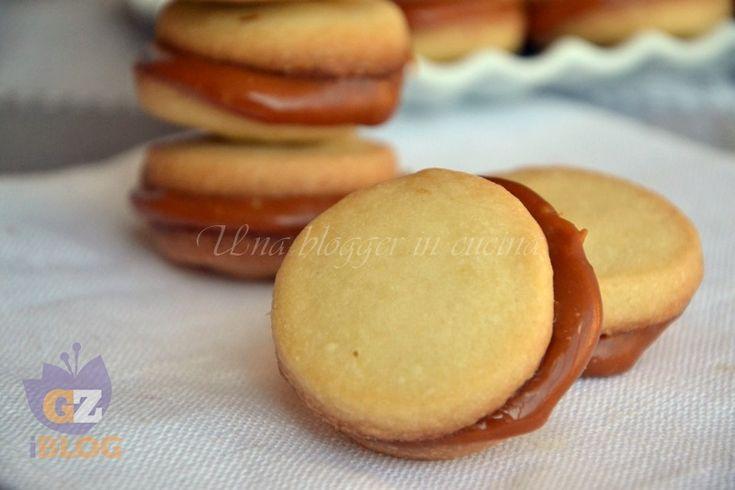 Shortbread con crema mou, dei fantastici biscotti di origine scozzese farciti con una deliziosa crema mou fatta in casa.