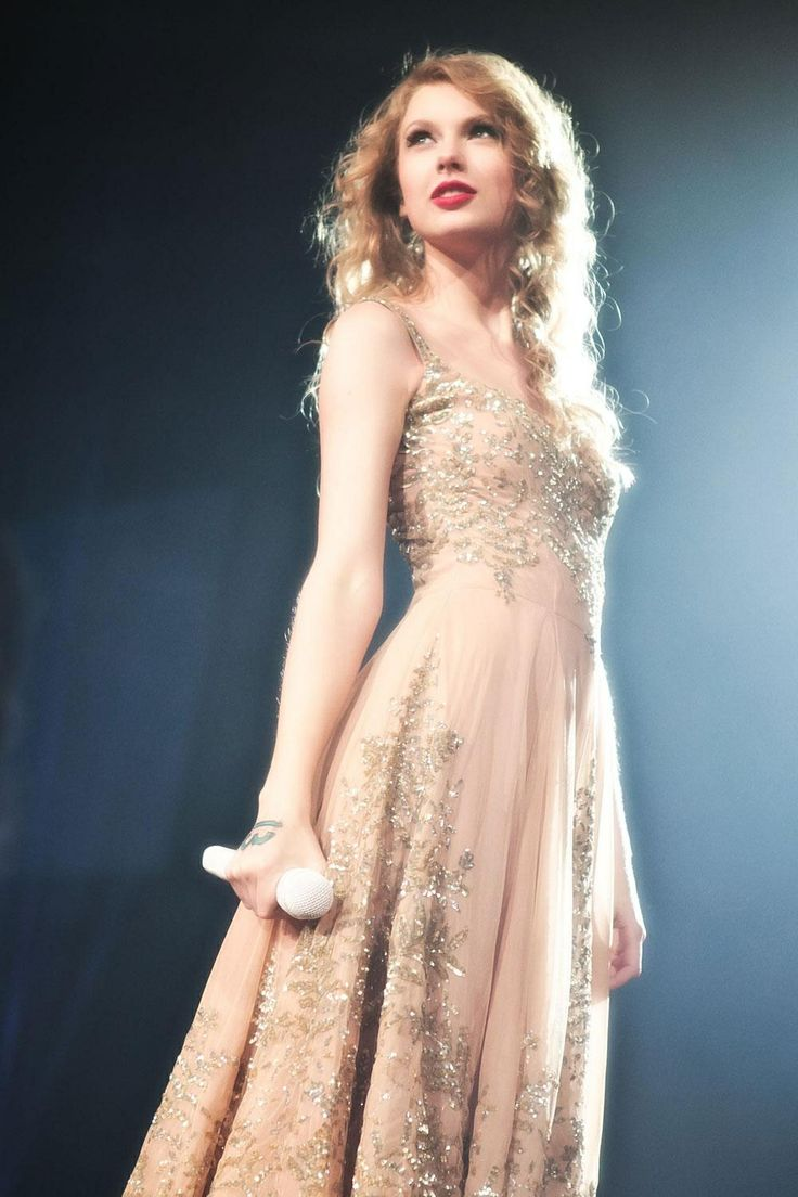 "Taylor swift singing ""Enchanted"" at the Speak Now Tour"