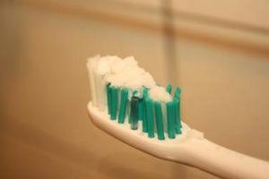 Можно ли чистить зубы содой? Отзывы