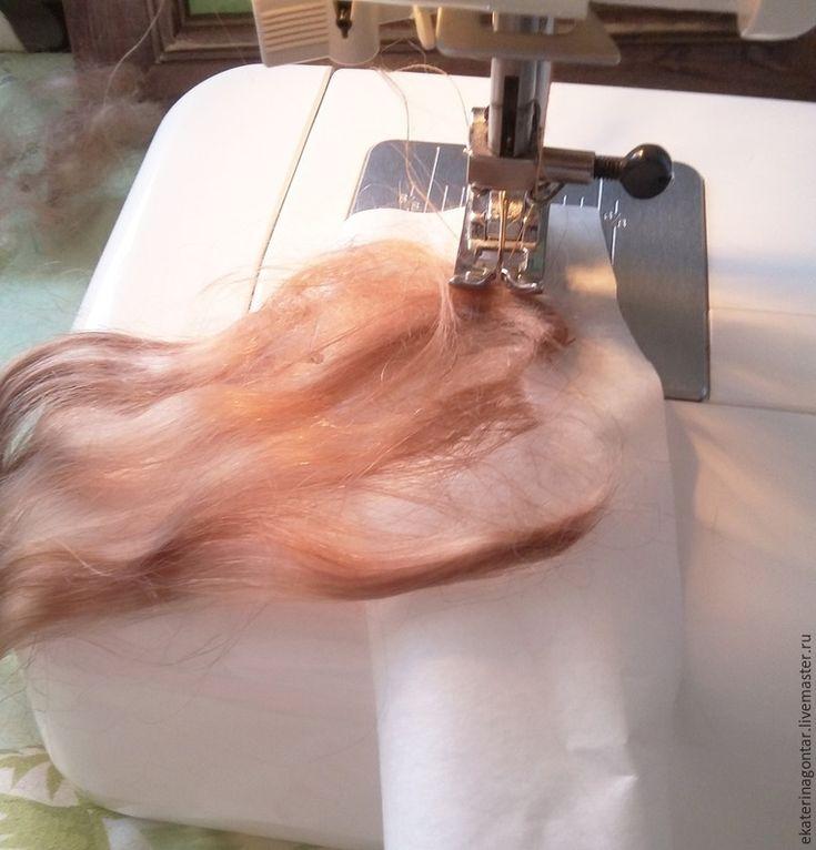 Хочу поделиться своим опытом изготовления трессов для кукольных волос из пуха ангорской козочки. Столкнувшись с тем, что готовые трессы не совсем подходят именно для моих кукол — то оттенок немного не тот, или оттенок подходит, а длина нет. И к тому же цена на готовые трессы немаленькая, а цвет на мониторе может отличаться от реального. Ведь при создании куколки учитываешь каждую мелочь.