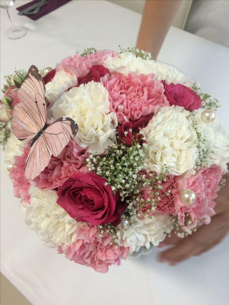 Brautstrauß in Beerentöne   Himmbeerfarbene Rosen  und Nelken in rosa und weiß