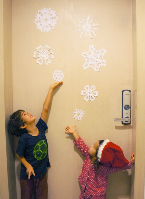 advent activity 23 paper snowflake decorations snowflake decorationsfrozen bedroomadvent