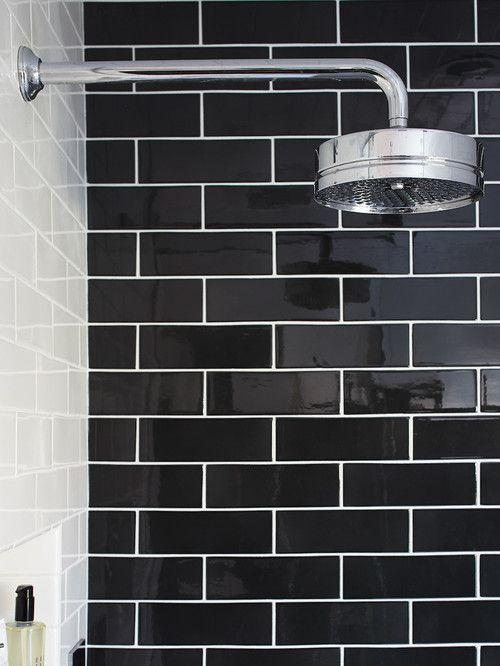 Baños con azulejos negros/blancos metro