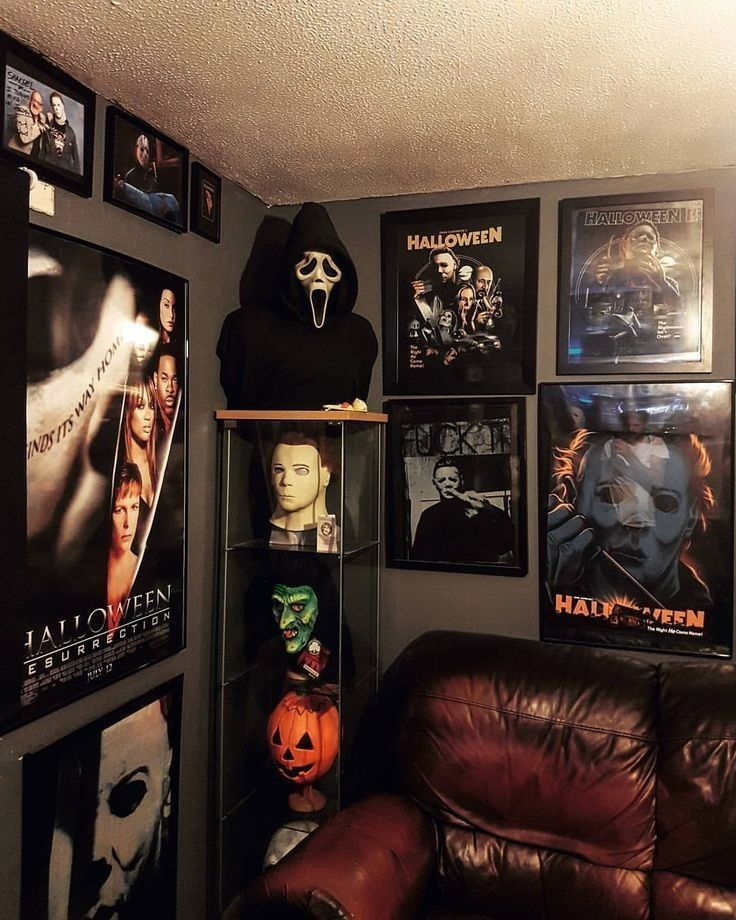 Pin By Gabby On Future Home In 2020 Horror Room Horror Decor Halloween Bedroom