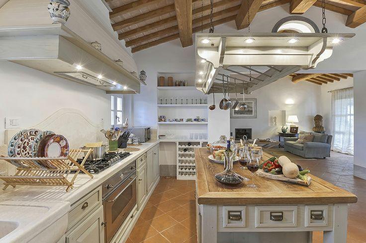 Enjoy delicious evening meals around our Tuscan kitchen setting, Maremma.
