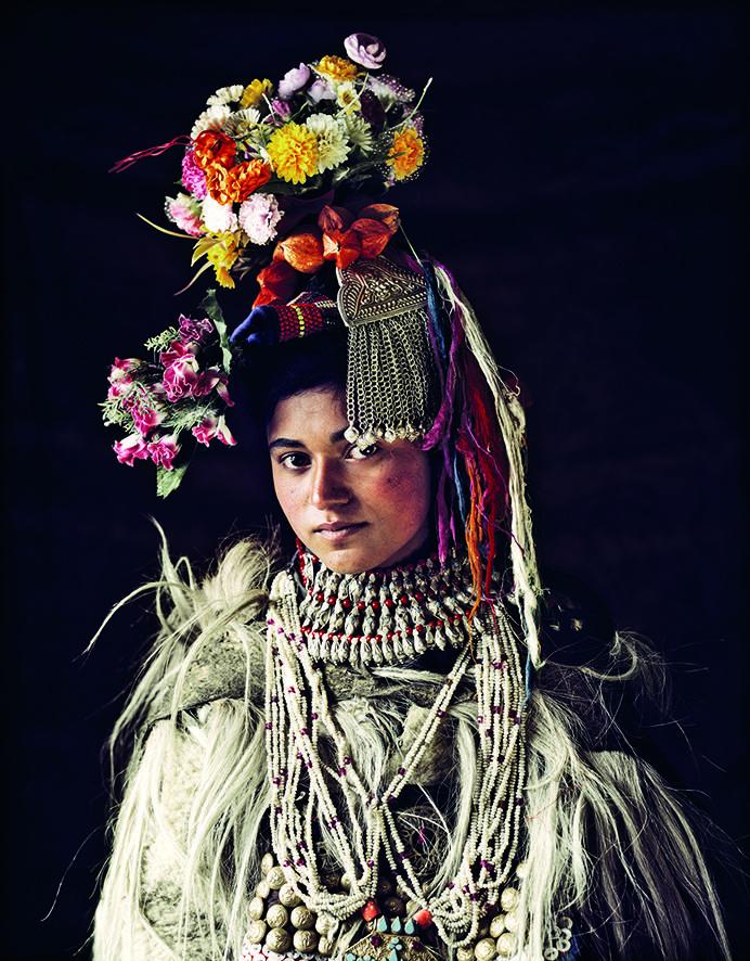 Kvinna från Drokpa-stammen. Man uppskattar att folkslaget utgörs av cirka 2 500 individer som lever i det konfliktdrabbade området Ladakh på gränsen mellan Indien och Pakistan. Unik fotoserie visar den otroliga skönheten hos världens folk.