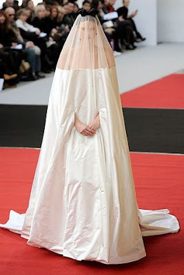 Every little girl dreams of dressing as a ghost on her big day!  Clumsy, really clumsy!