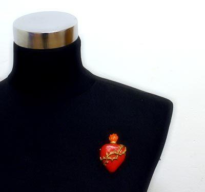 Broche corazón con espinas. Disponible en: www.conspiradoras.bigcartel.com