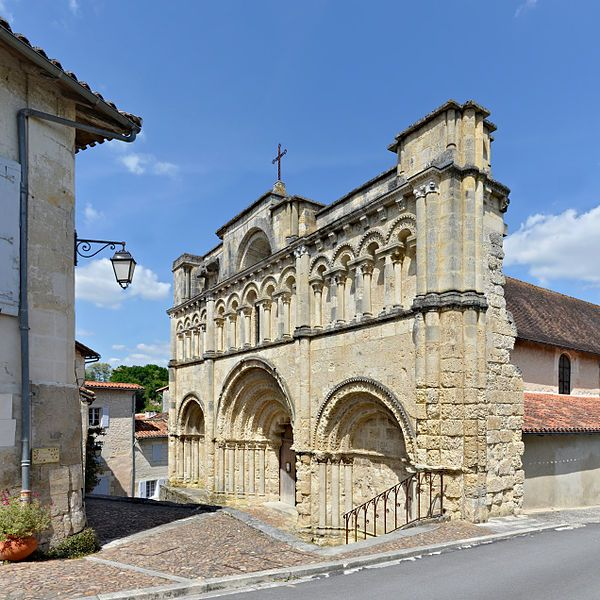 Eglise Saint Jacques Aubeterre Sur Dronne Angouleme Charente Nouvelle Aquitaine Consacree En 1171 Appartient A L Origine Au House Styles Mansions Landmarks