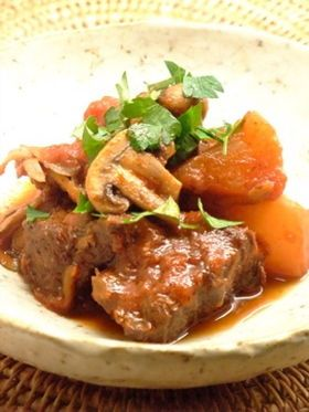 牛すね肉で作る美味しい煮込み料理のレシピをまとめています。お気に入りの一品が見つかりますように♪
