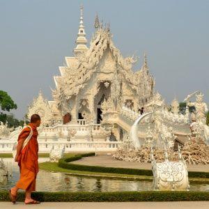 El templo blanco en Chiang Rai, al norte de Tailandia. Vota nuestras fotos VIAJE A CEYLAN: Un viaje. Una pasión. Un Perfume.