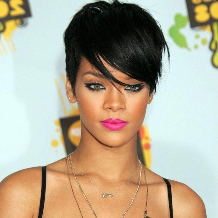 Black Hair Medium Short Haircuts Rihanna Silver Necklaces Black Straps In 2020 Rihanna Short Hair Short Hair Styles Hair Styles
