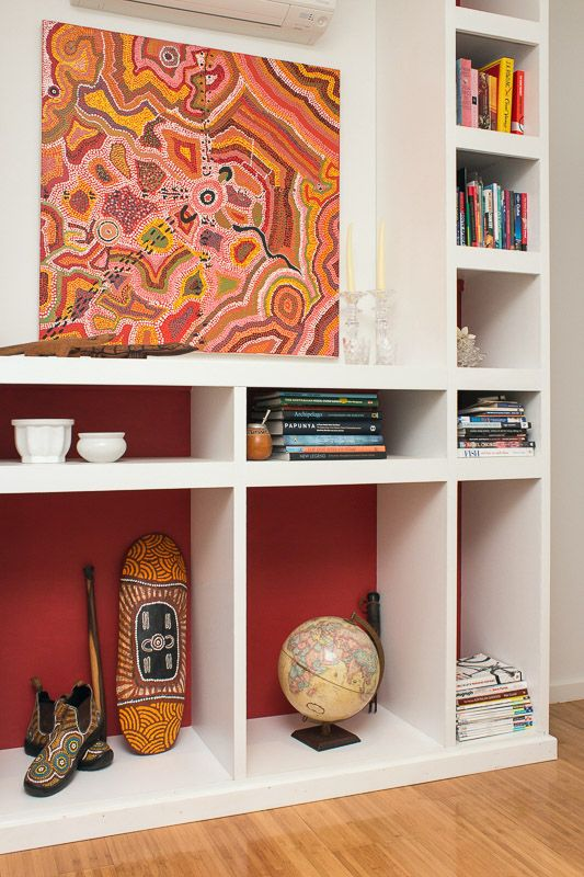 Custom shelving detail with painted back(SD Interiors)