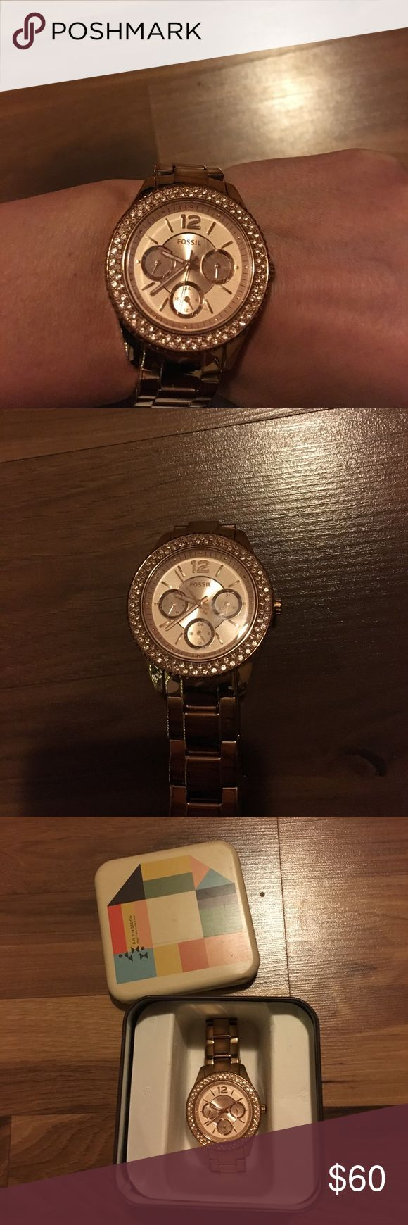 Fossil gold watch Perfect condition gold fossil watch with sparkle detail in box! I did have 2 of the links removed for my size, but I will include them in the box. I had this done free at Macy's since they carry fossil brand there! Fossil Accessories Watches