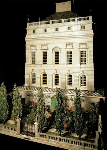 A casinha de bonecas da rainha Mary. É a casinha de bonecas mais linda do mundo! Está no Castelo de Windsor, um palácio em miniatura. A casinha é grande, com vários andares e divisões, salas, tudo ricamente mobiliado, cheio de detalhes, uma perfeição!  Fotografia: http://www.vamosparalondres.com.br