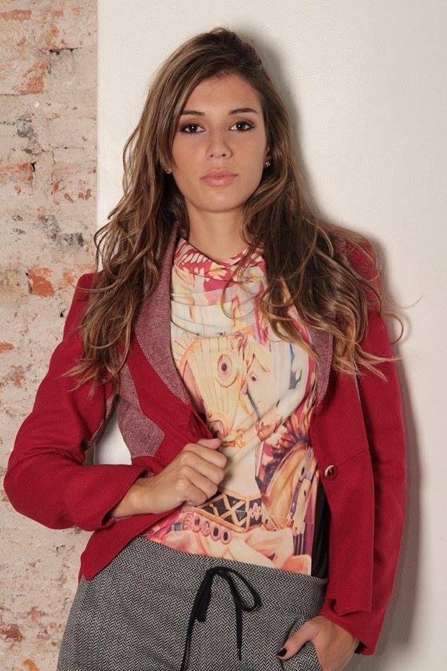 blazer combinado en rojo y marsala.