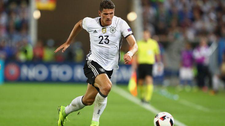 Überraschender Transfer in der Bundesliga: Mario Gómez wechselt vom VfL Wolfsburg zum VfB Stuttgart. Dort hat er auch seine Karriere begonnen.