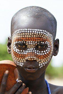 Africa |  Dassanech child, Omo Valley | © Hector Conesa. This is very like Yolŋu (north-east Arnhemland Australia) body patterns used during ceremonies.