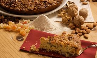 TRENTINO ALTO ADIGE - ZELTEN - Lo Zelten è un dolce tradizionale della cucina trentina, molto nutriente della cucina trentina, che viene preparato in occasione delle feste natalizie.  Gli ingredienti utilizzati per la preparazione dello Zelten possono essere diversi da valle a valle, in quanto questo ottimo dolce è tipico di molte zone dell'arco alpino.  Tipico dolce già menzionato (con il nome di Celteno) nella cucina trentina del Settecento.