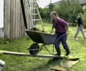Y esto es lo que te pasa cuando intentas ayudar en tu casa. | 29 Maneras en las que tu vida podría ser mil veces peor