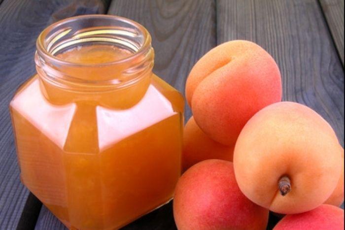 Confiture d'abricot aux amandes et à la vanille Recette en vidéo de L'atelier des Chefs