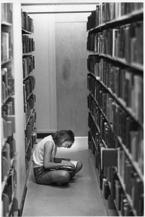 In the library stacks. Wellesley College, MA(1969) © Bradford F. Herzog