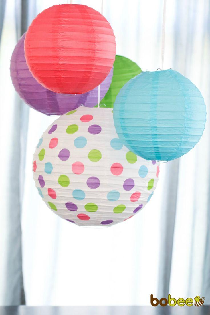 Papierlaternen sind eine großartige Möglichkeit, um Partys zu dekorieren und Ballons aufzublasen. Hängen Sie sie über den Kuchentisch oder unter einen Kronleuchter. Sie sind festlich und lassen sich schnell aufstellen. Ideal für Brautparty, Babyparty, Partys zum ersten Geburtstag, eine Gartenparty, Hochzeitsdekorationen und mehr! https://www.amazon.de/Bobee-Papier-Laternen-Geburtstagsparty-Dekoration-Papier-Laterne-5er-Pack/dp/B01BO45E6A/