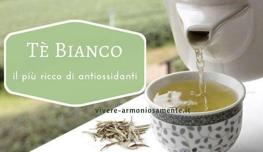 Il tè bianco ha poca caffeina, è ricco di antiossidanti, ideale per abbassare colesterolo e pressione ma anche per una pelle giovane. Ecco le sue proprietà