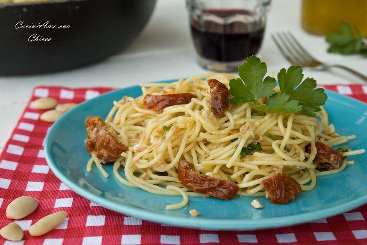 Spaghetti con tonno e pomodori secchi