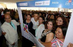 Alejandro Murat  celebra a madres trabajadoras del Gobierno del Estado
