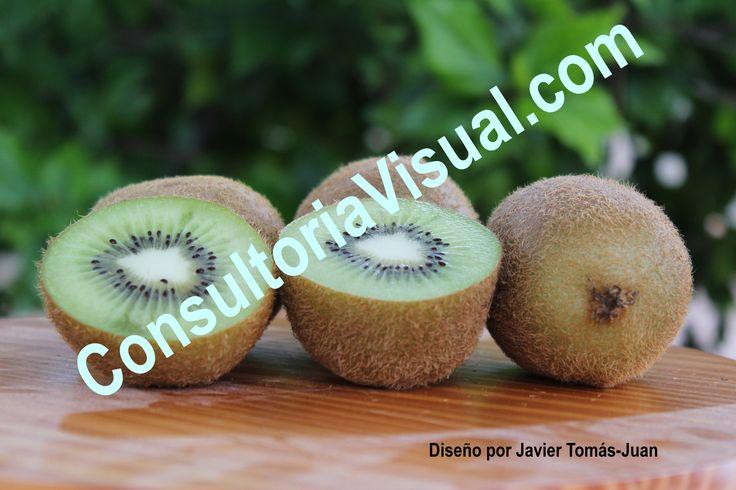 Transmite la necesidad de incluir en la dieta alimentos como el kiwi por sus propiedades nutricionales.