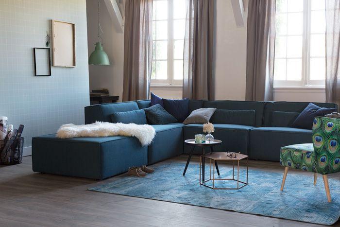 Karwei woonstijl herfstblues in de woonkamer, blauwe bank