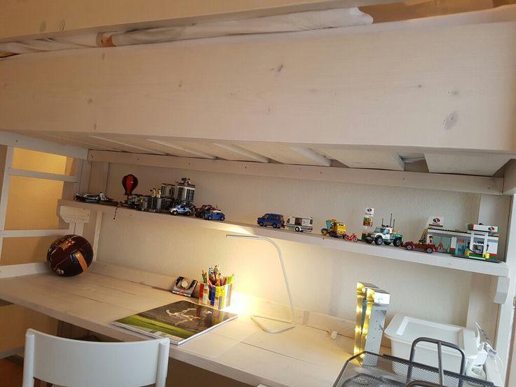 steigerhouten hoogslaper met bureau en boekenplank voor de lego