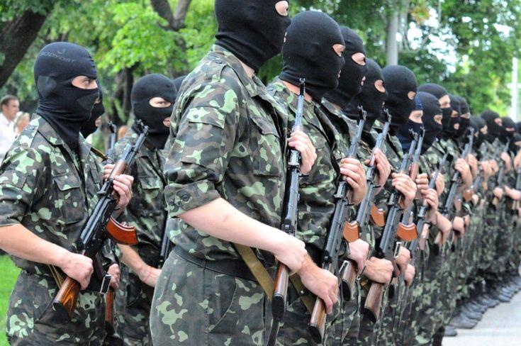 Новые отверженные. Кто становится движущей силой революций в СНГ  Пример Украины показывает, что в кризис на передовую вопреки ожиданиям выходит не гражданское общество — правозащитники, демократические активисты, а представители традиционных, более закрытых структур — организации ветеранов, казаки и националисты. И движет ими не стремление к демократизации, а желание применить свои навыки, чтобы перепрыгнуть несколько ступенек в социальной иерархии.
