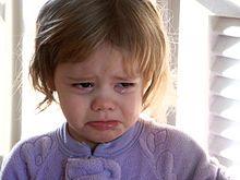 Weinen - ist ein unspezifischer emotionaler Ausdruck, welcher der Mimik zugeordnet wird und oft, aber nicht immer, mit Tränenfluss einhergeht. Weinen ist nicht an eine bestimmte Emotion gebunden, kommt aber beispielsweise häufig bei Schmerz, Trauer, Angst, Ärger oder Freude vor. Ob bei Tieren – wie beispielsweise bei unter Stress stehenden Elefanten, die Tränen produzieren – von Weinen wie beim Menschen gesprochen werden kann, ist in der Wissenschaft umstritten.