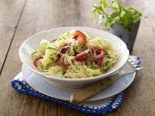 Das Rezept für Sauerkrautsalat mit Paprika und Ananas und weitere kostenlose Rezepte auf LECKER.de